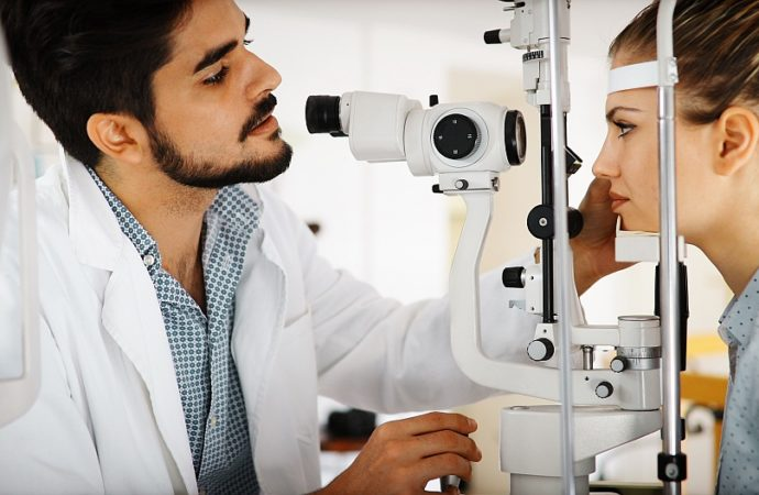 Czy zerówki psują wzrok? Jak wspomóc wzrok od środka?