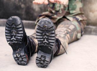 Odzież patriotyczna – moda, ale także odpowiedzialność za noszone symbole.